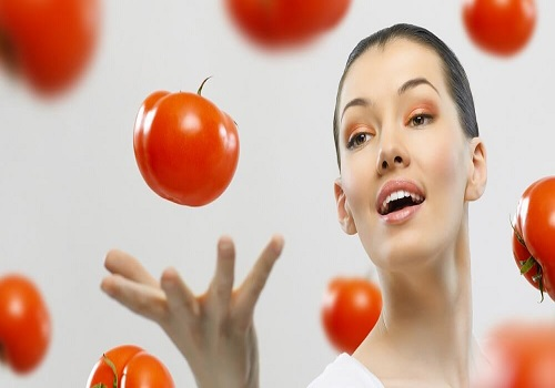 How to Get Clear Skin With Tomatoes
