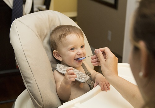 5 signs you are overfeeding  your baby