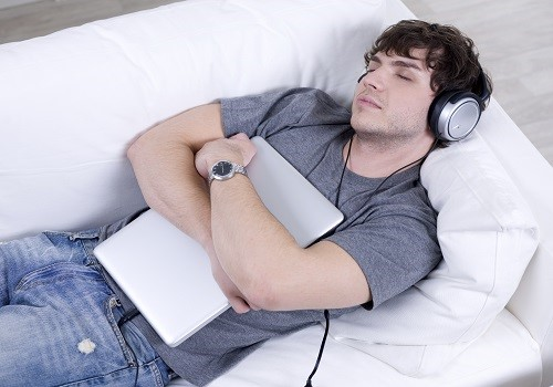 6 ways Music Improves Sleep
